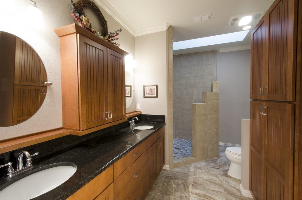 New-Braunfels_24_Rays-masterbath-Recovered.jpg