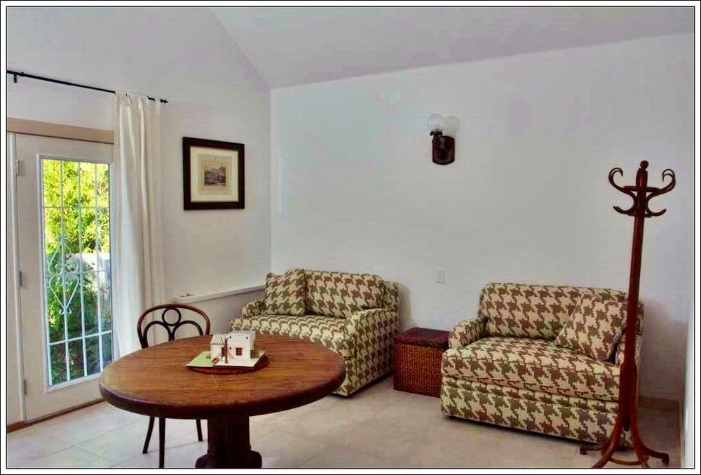 Living Area B.jpg