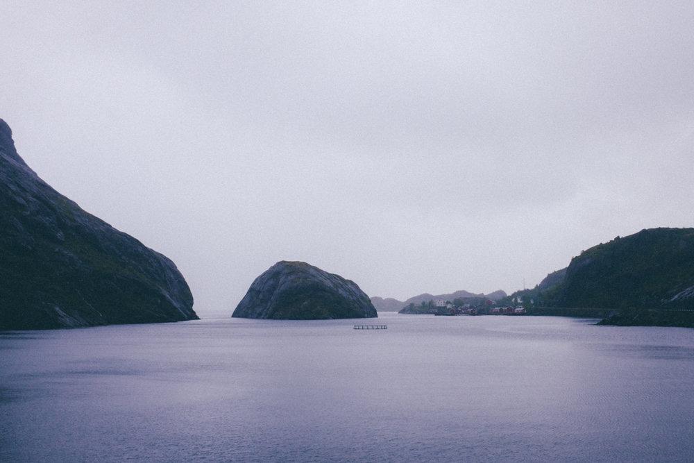 magnolia_mountain_lofoten_rain_rorbuer_nusfjord.jpg