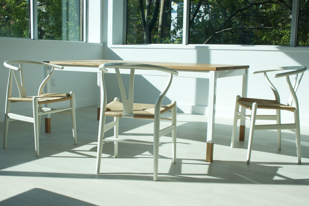 Dining Table 005 in white and oak