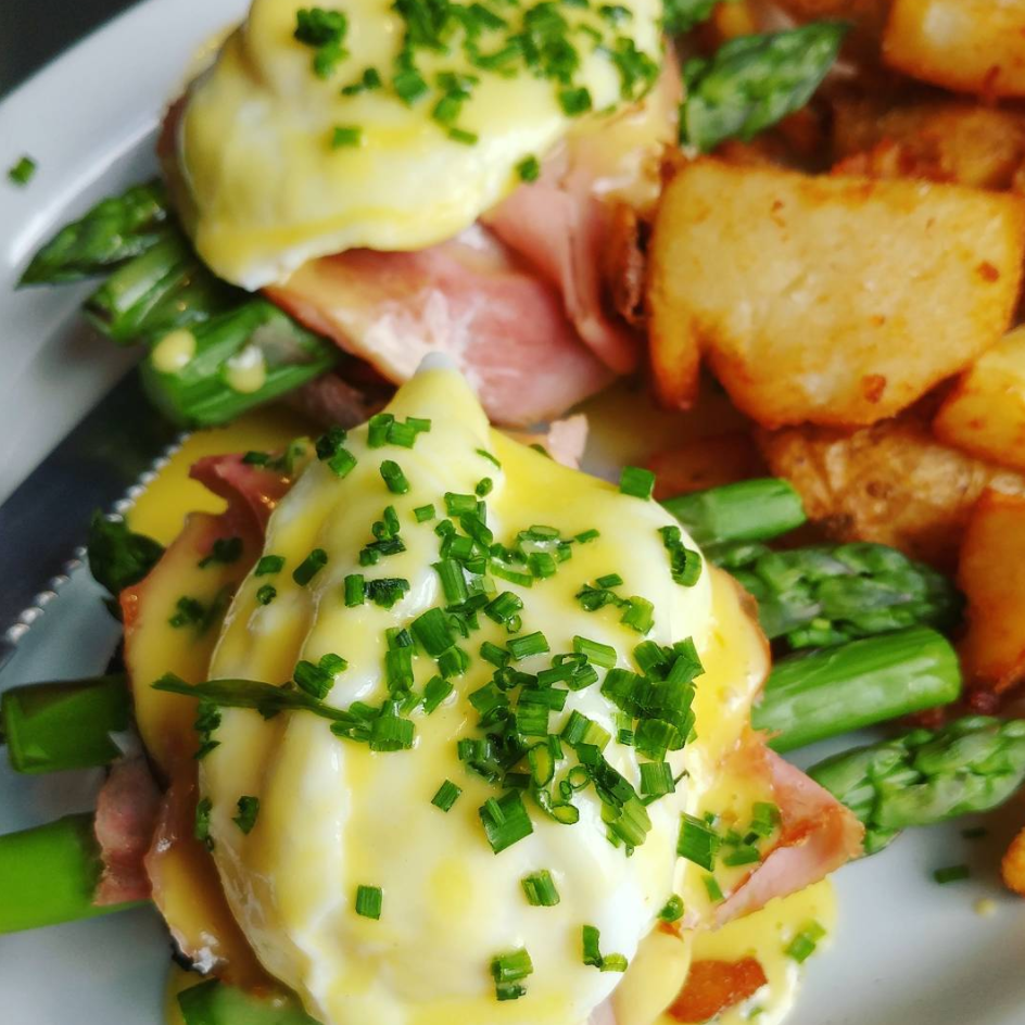Wilf & Ada's (510 Bank St) - With an all day & every day brunch menu,coffee & booze bar and cozy atmosphere, Wilf & Ada's is a sure-bet. A scratch diner, this restaurant is worth checking out with friends, and taking your parents when they come to visit!