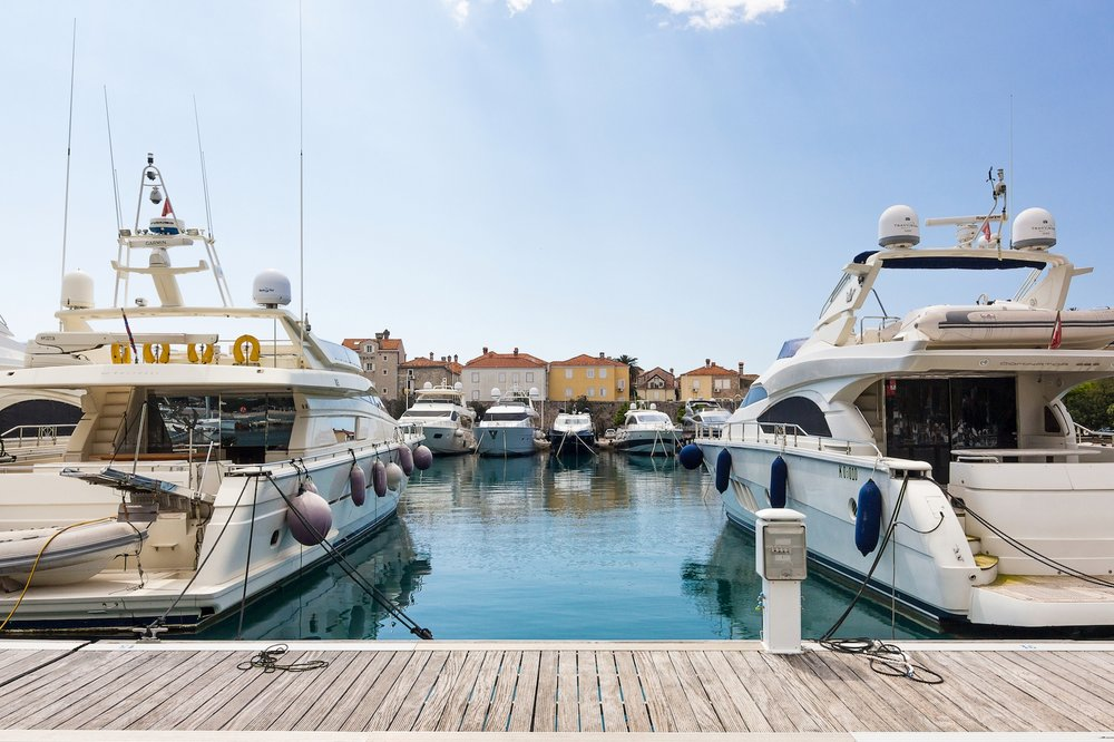DUKLEY MARINA CLOSED INVESTMENT Asset Class: Marina, Port Projected IRR:  26% Hold Period:  3 Years Total Equity:  35 000 000 €