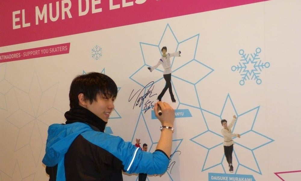 "Yuzuru Hanyu signs his picture on the ""Wall of Stars"" at December's Grand Prix Final. (ISU photo)"