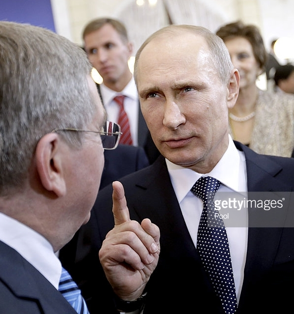 Russian President Vladimir Putin (r) making a point to IOC President Thomas Bach at a reception during the 2014 Sochi, Russia Olympics.  (Getty Images)