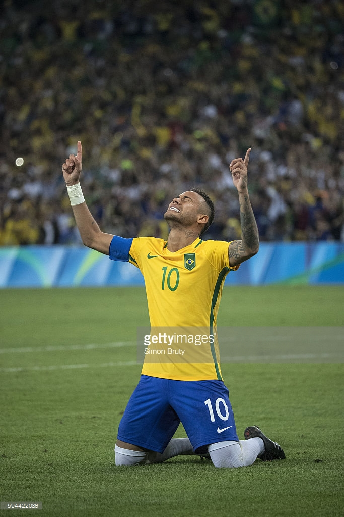 Neymar exults after his penalty kick won Olympic gold for Brazil.  (Getty Images)