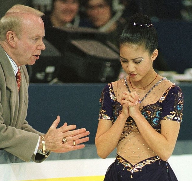 Frank Carroll gives Michelle Kwan some final advice before her triumphant free skate at the 1996 World Championships.  (Getty Images)