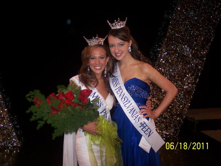 Miss Pennsylvania 2011, Julianne Sheldon with her state sister queen, Kaitlynne Kline-Miss Pennsylvania's Outstanding Teen.