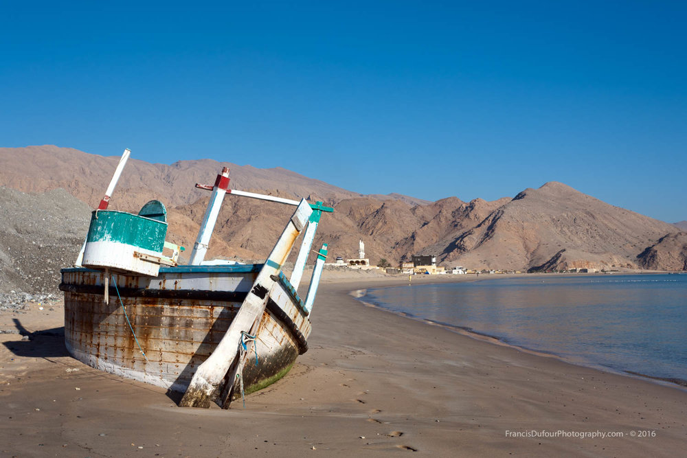 Fishing boat wreck on the beach (Dibba, Sultana of Oman)