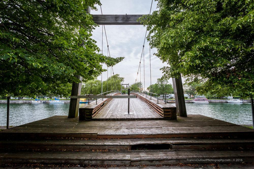 Pont de bois du canal Soulanges