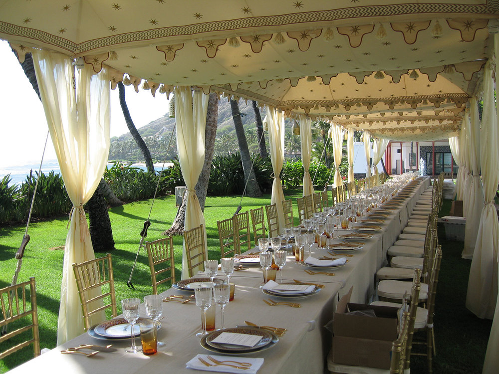 raj-tents-simply-stunning-banquet-dining-by-ocean.jpg