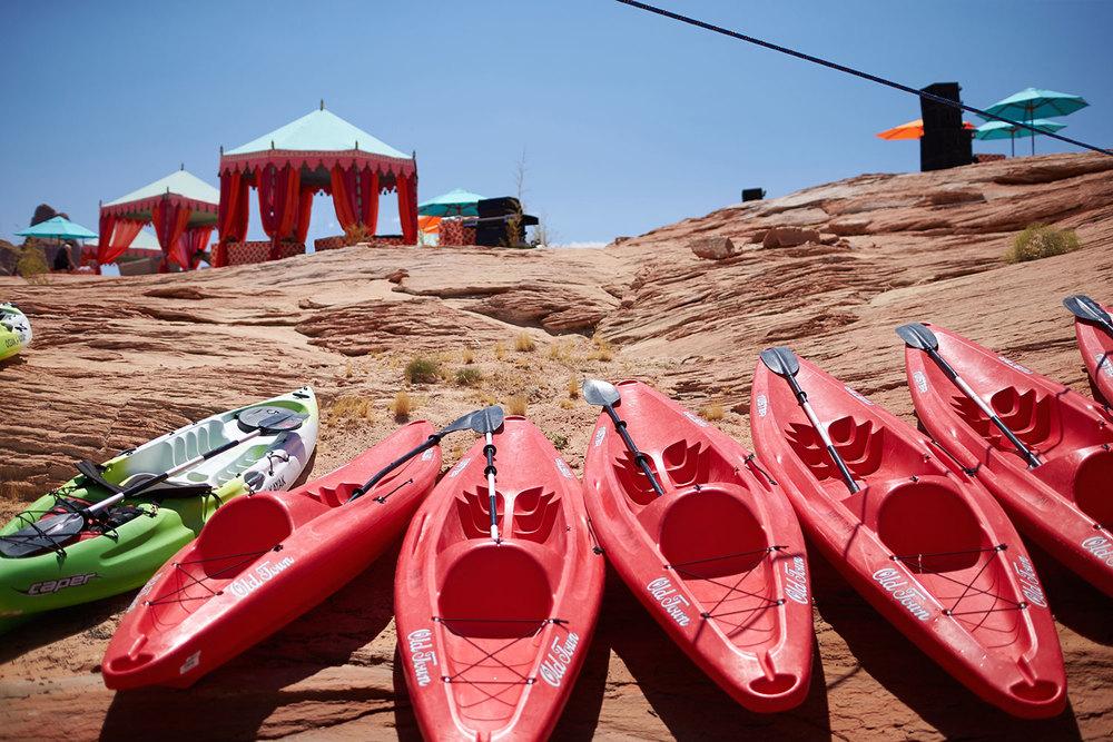 raj-tents-beach-chic-theme-lake-powell.jpg