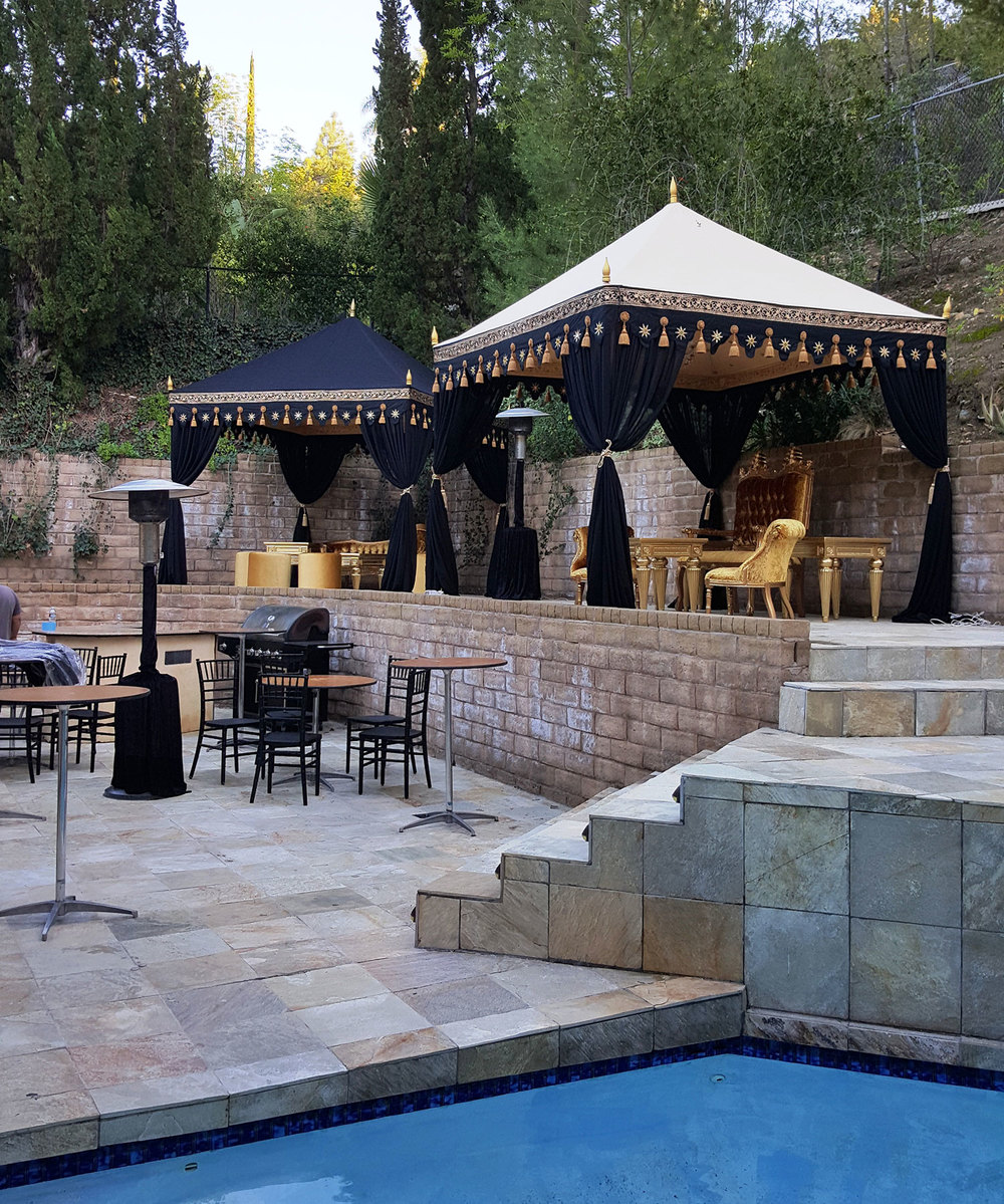 raj-tents-old-hollywood-theme-black-gold-pergolas.jpg