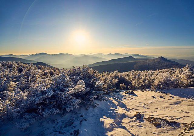Early morning on Franconia ridge with @sr_drummond . . . #skithewhites #whitemountains #haystack #landscape #mountains #whitemountains #sonyalpha #lensflare