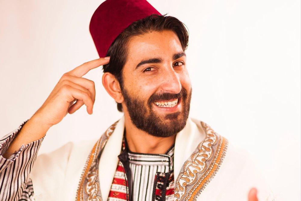 Al Hakawati Mustafa - > Språk: arabiska> Textas INTE till svenska> Liten produktion som kan spelas var som helst> Infoblad med mer information >>