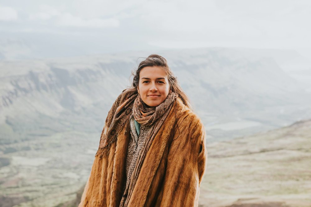Blog by Augusta D'Ambrosio - Tribe builder who exclusively reads children's literature. Casually wears fur coats. Married to Marcellino D'Ambrosio, and loving every minute of our freedom + meaning-filled life. Further up, further in!