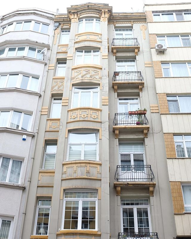 Kurtuluş Caddesi, with its Art Nouveau and Art Deco apartments, is one of İstanbul's best kept secrets.