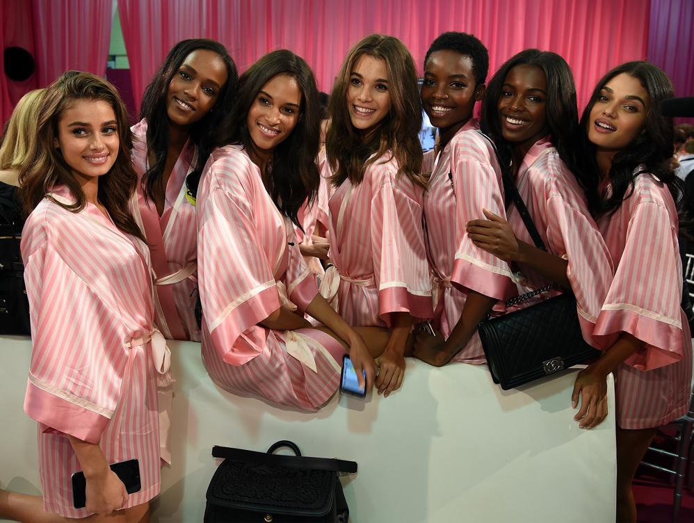 BACKSTAGE VSFS 2015 girls.jpg