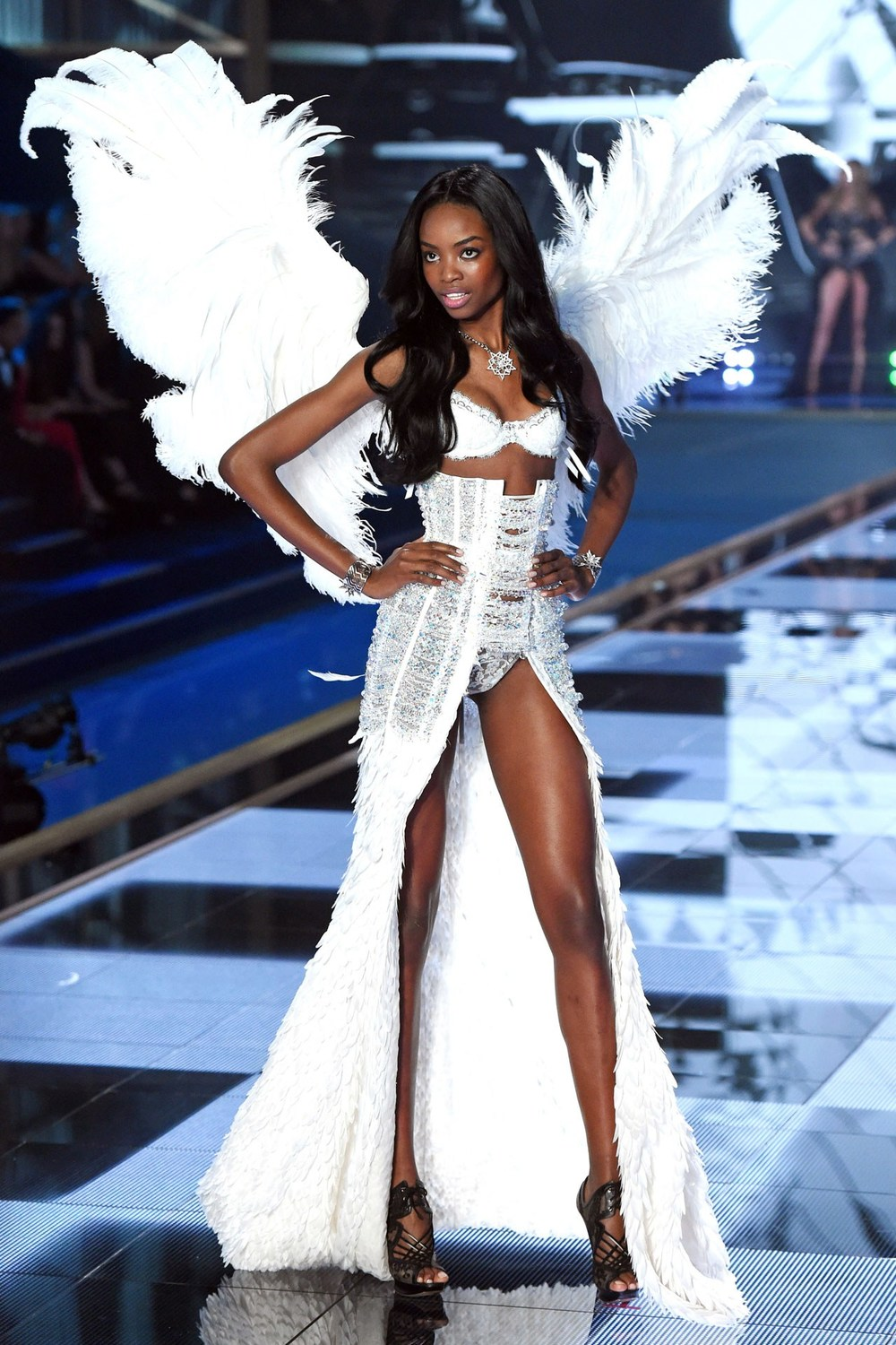 vs-catwalk-45-2dec14-rex_b.jpg