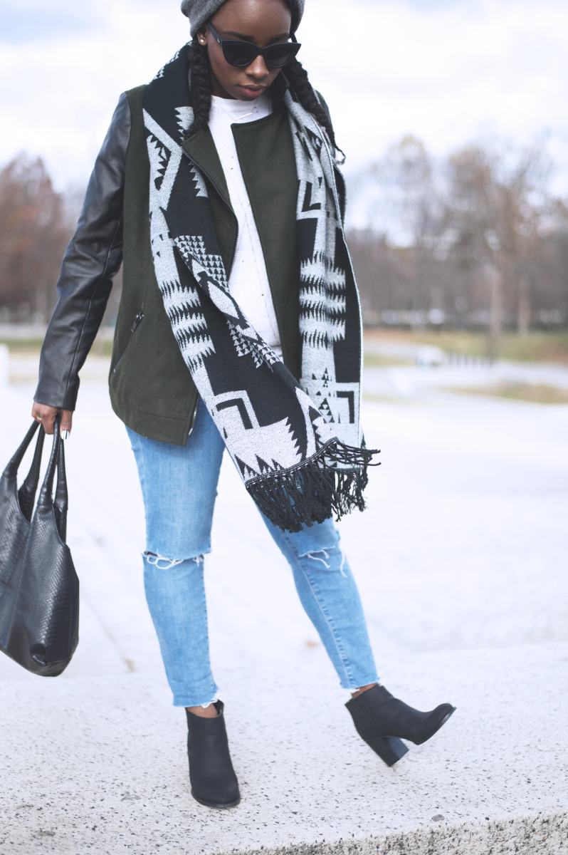 Tasha-James-The-Glossier-Fashion-Beauty-Makeup-Blogger-Outfit-Style-Winter-Trends-Blanket-Scarf-Ripped-Jeans-15