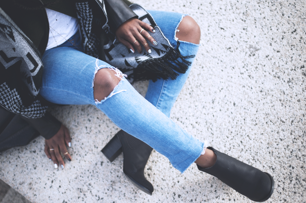 Tasha-James-The-Glossier-Fashion-Beauty-Makeup-Blogger-Outfit-Style-Winter-Trends-Blanket-Scarf-Ripped-Jeans-1.png