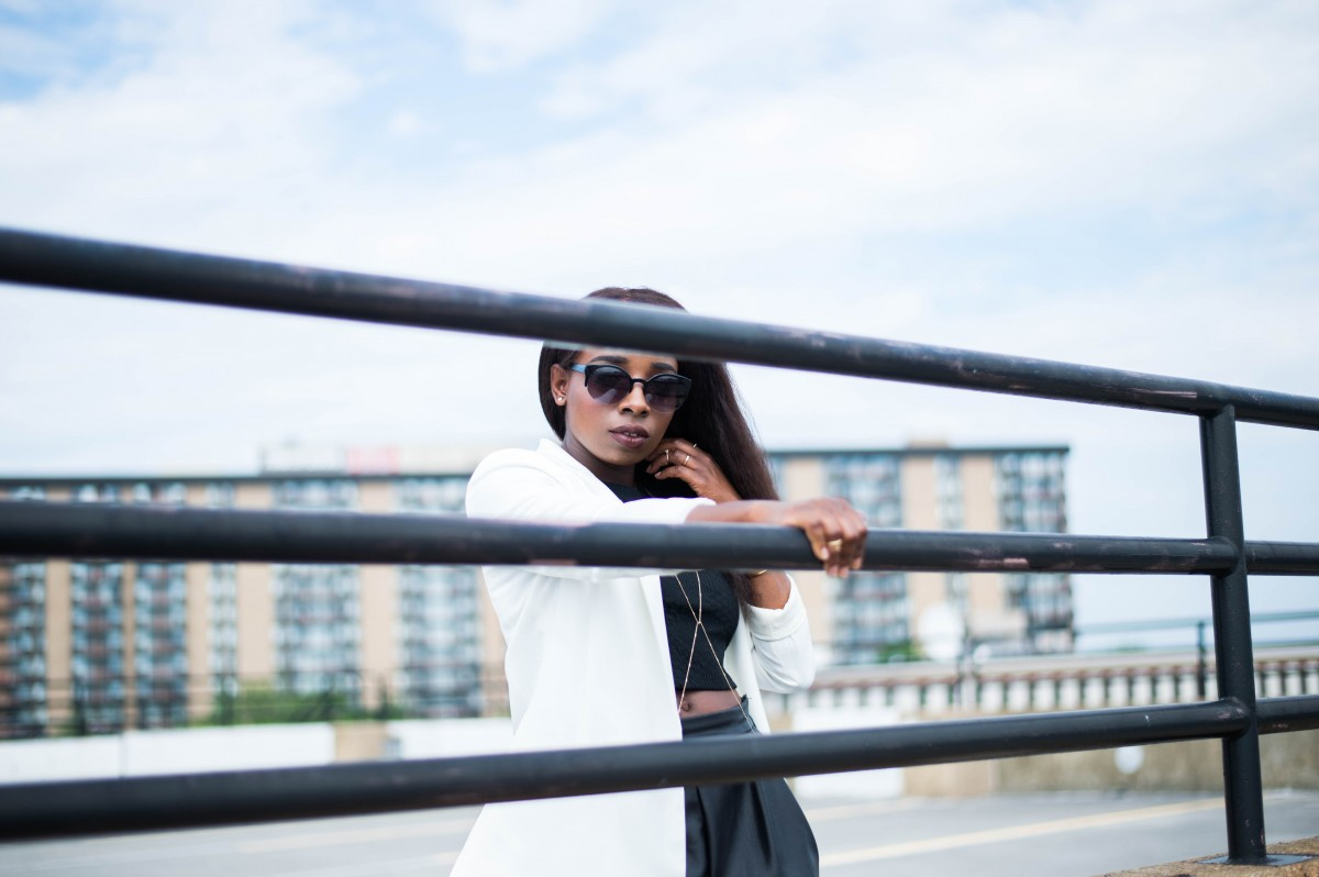 The-Glossier-Fashion-Style-Blogger-DC-Black-Leather-Shorts-White-Blazer-5