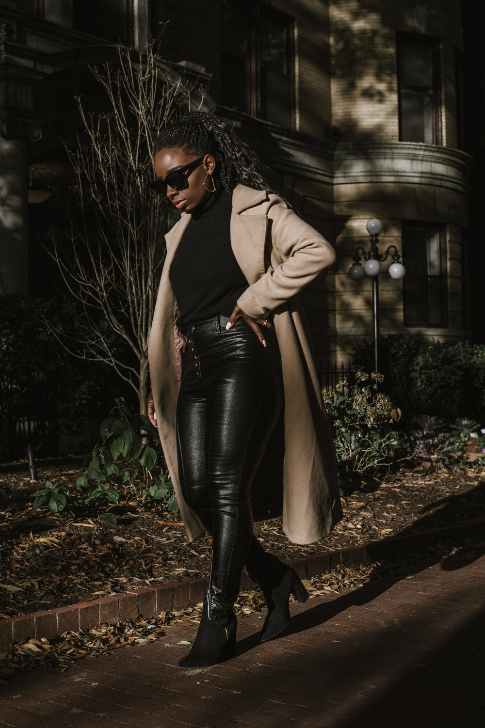 The-Glossier-Tasha-James-Fashion-Style-Blogger-DC-Winter-Coat-All-Black-34.jpg