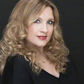 Christina Catherine - Portrait Photographer for Women