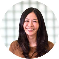 松川 倫子 - インパクト投資とリーダー育成を世界で展開するNPO法人Acumenの本部にてリーダー育成プログラムのデザイナーを務める。ゴールドマン・サックス、グロービスの後、ハーバード教育学大学院で教育学修士を取得。2013年夏からNY在住。社会課題を根本的に解決していく際に必要となる「物事の捉え方」や「課題解決に不可欠な心構えとスキル」の習得・実践機会をオンラインコース、オンラインコミュニティ、フェロープログラムという形で展開。2016年、Forbes Japan「世界で闘う『日本の女性』55人」に選出された。
