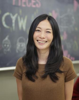 小澤 いぶき Ibuki Ozawa    代表理事/ Founder /東京大学先端科学技術研究センター特任研究員/児童精神科医  精神科医、児童精神科医として臨床に携わる中で、様々な環境に生きる子どもたちに出会う。 子ども達との出会いを通して、どんな子どもたちにも権利と尊厳がある社会を目指し、子どもたちの可能性が活かされる多様性のある生態系の必要性を感じ、2013年よりPIECESの前身となるDICを立ち上げ生態系づくりを行ってきた。