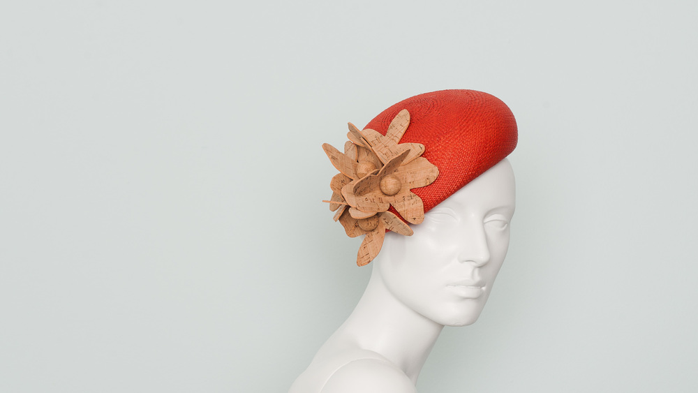 Beret with cork flowers