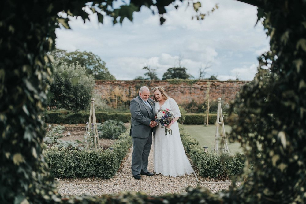 Romantic & vintage Kent wedding photography