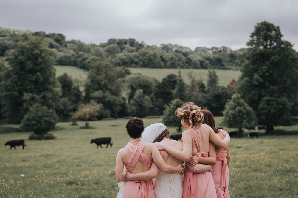 Bridesmaids and bride enjoying the scenery | Romantic and colourful East London wedding photography ideas www.baiandelle.com