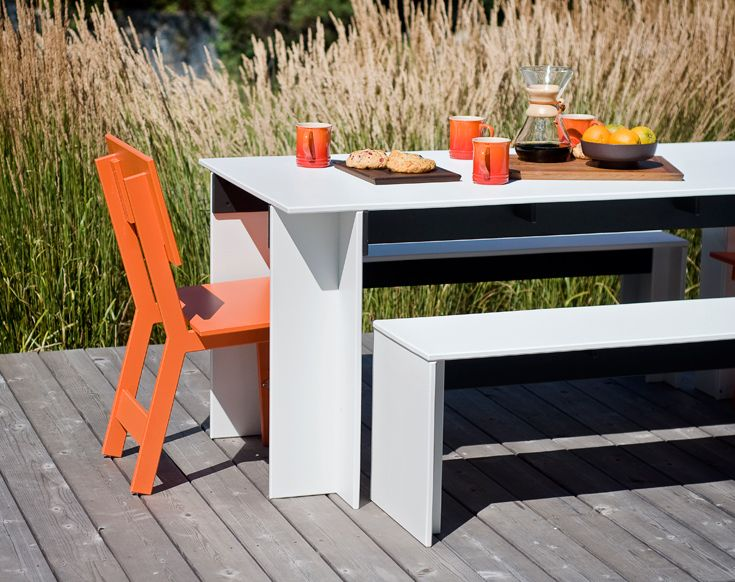 Loll Designs  is affordable, super Eco-concsious (makes sense when enjoying the great outdoors) and of course, fantastic designs like this set from their Salmela collection.