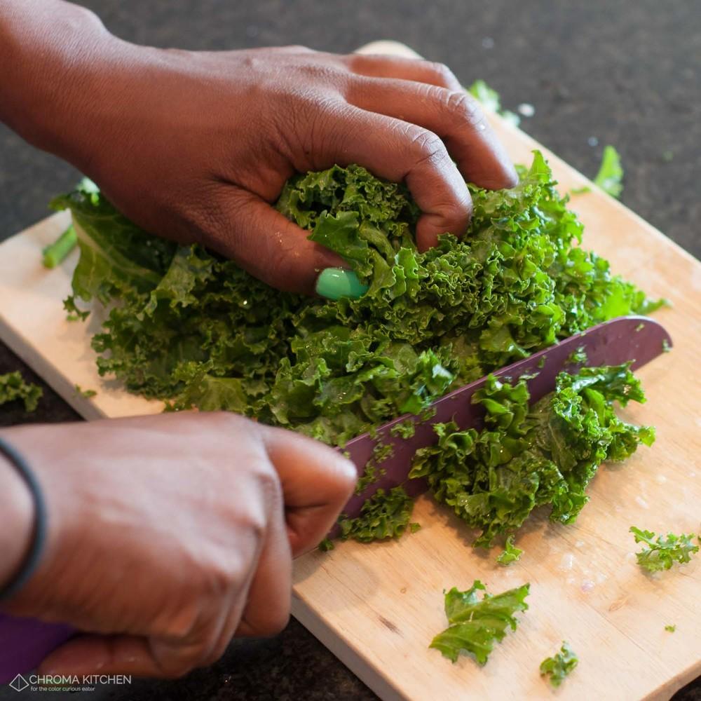 Naliaka-Wakhisi-chopping-kale