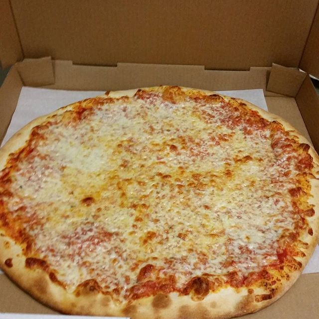 The perfect cheese pizza! #pizza #ashland #martollissouth #doingitright