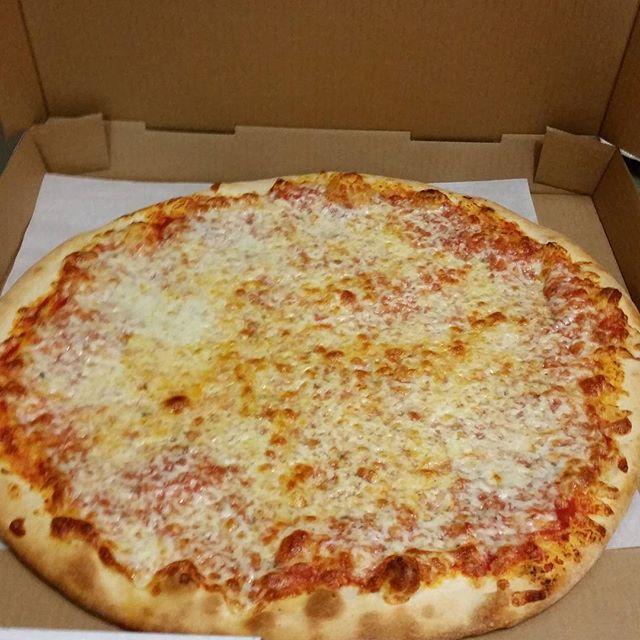 The perfect cheese pizza! #pizza #ashland #martollissouth #doingitright
