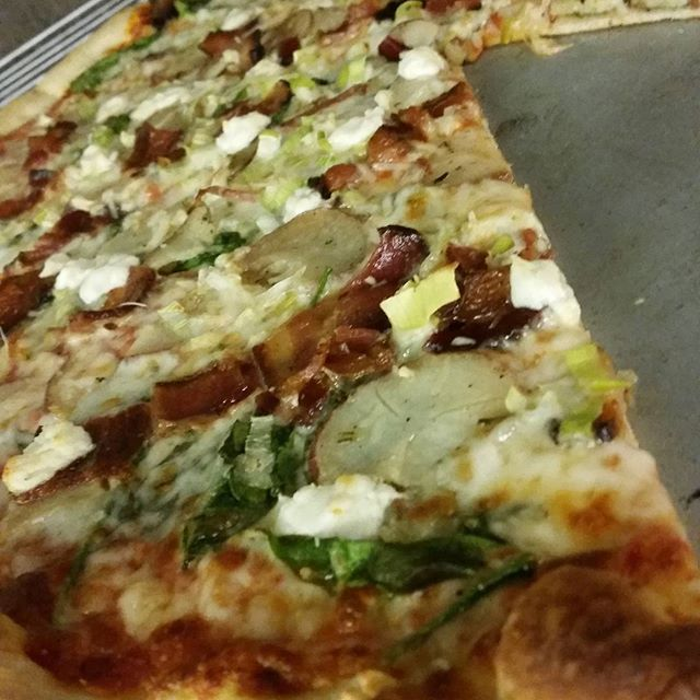 Spinach, rosemary potato, bacon, topped with chevre goat cheese and leeks! #pizza #artandpizza #firstfriday  #martollisplaza