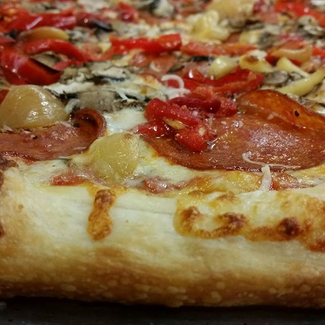 Look at that perfect crust! #martollissouth #pizza #nofilter