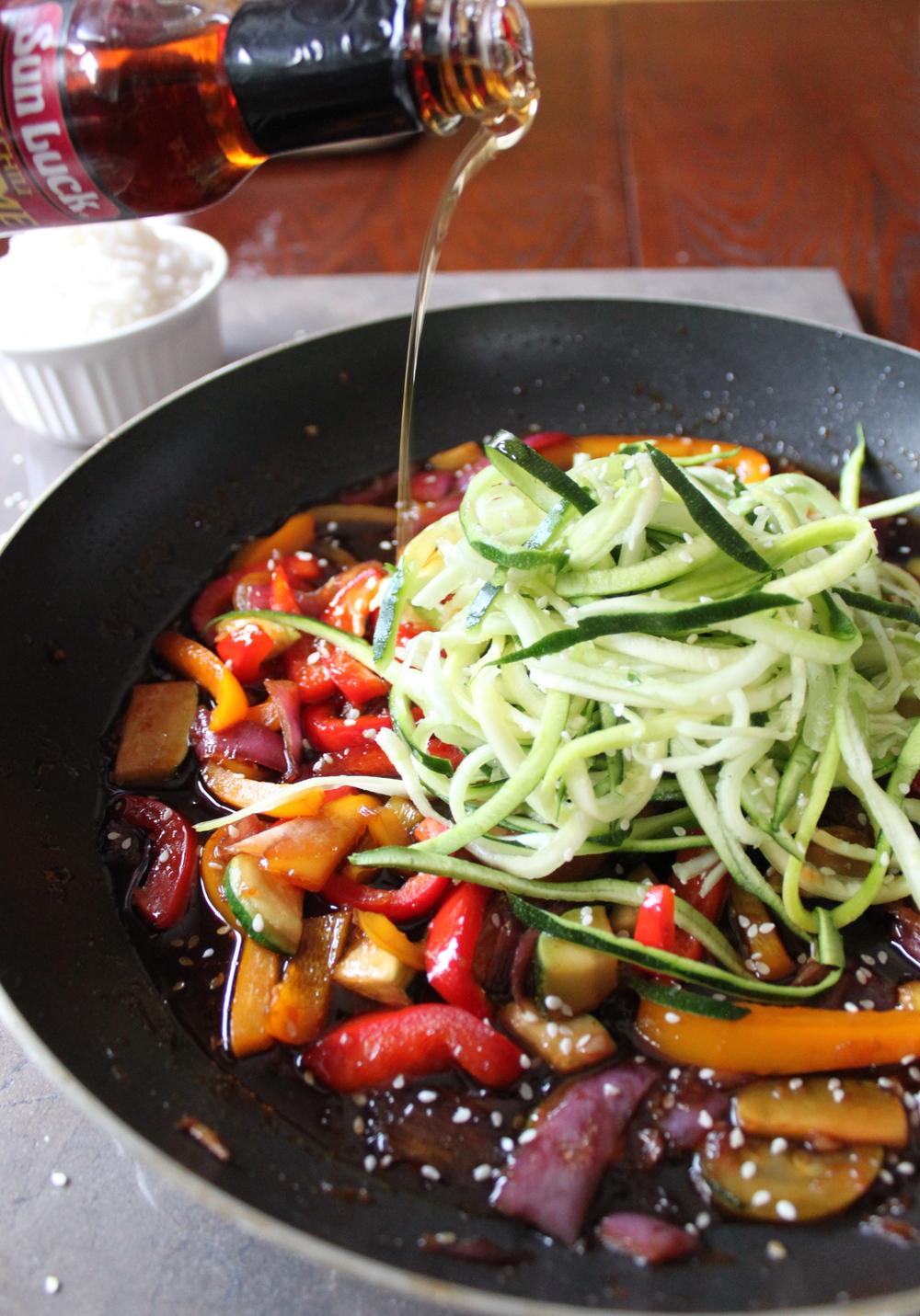hot sesame zucchini noodles_9.jpg