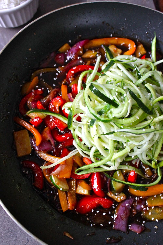 hot sesame zucchini noodles_10.jpg