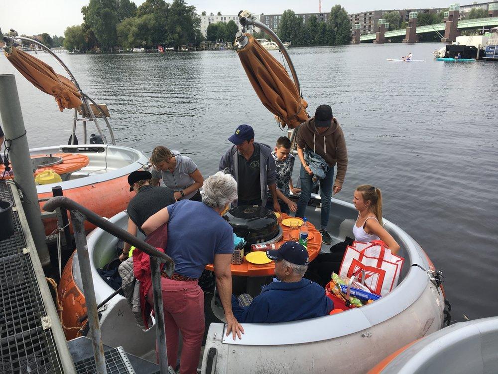 Grillboot-Spandau-Berlin-Hafenanlage