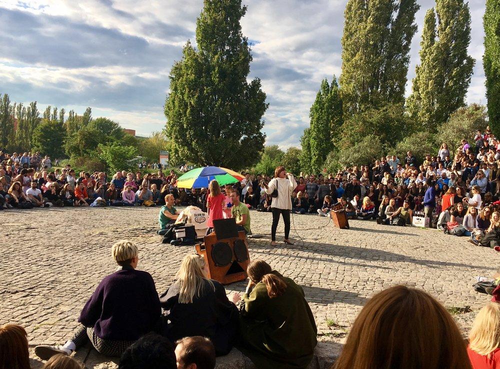 Berlin-Mauerpark-Flohmarkt-Karaoke