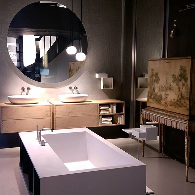 #minimalist and #moody - love the combo of styles. And that tub. Oh that tub! . #meridianabbey #juxtaposition #bathroom #bathroomdesign #designinspiration #designisinthedetails #freestandingtub #floatingvanity #pendant #pendants #chinoiserie #minimalistdesign #disstudio #amsterdam #amsterdamdesign #netherlands