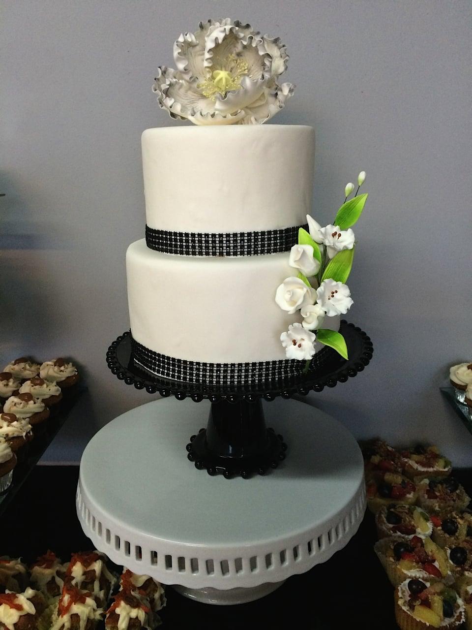 Simply Elegant White Fondant Cake