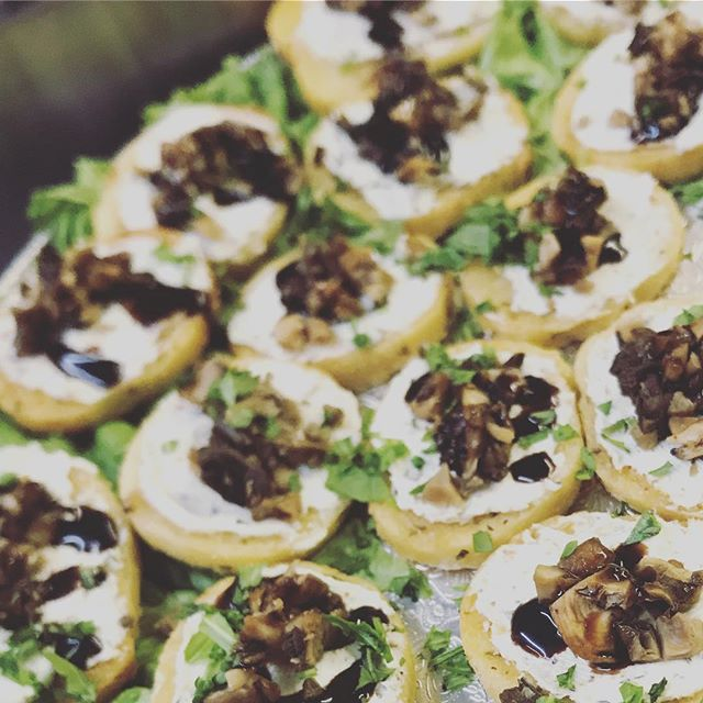 Is it too early for Wild Mushroom and Honey Goat Cheese Crostini? 🤷🏽‍♀️ Maybe...but we're doing it anyway. Lol! 🍽