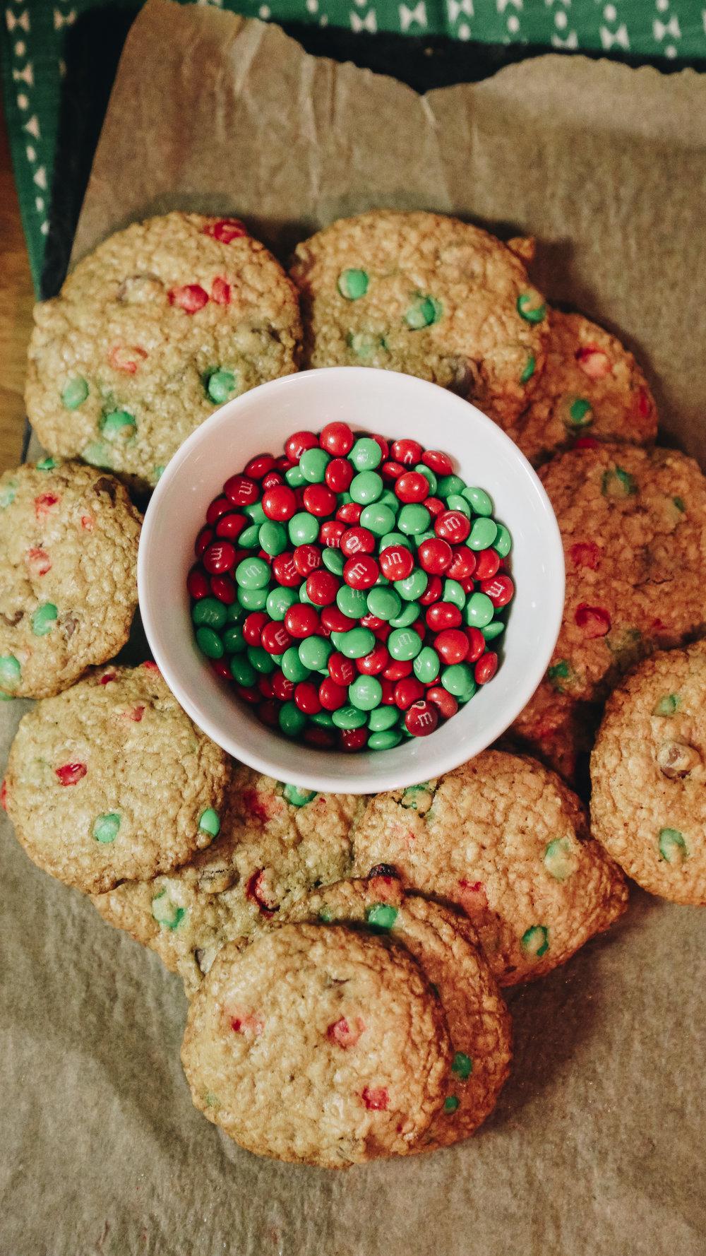 Oatmeal M&M Christmas Cookies — Frame 2 Table
