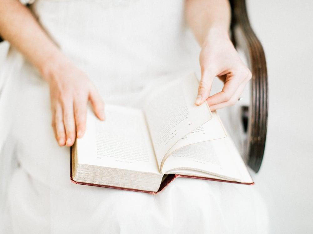 jane-austen-wedding-inspiration-shoot-lace-15.jpg