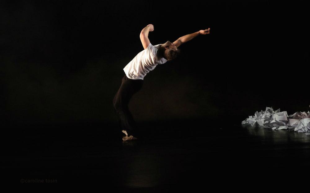 Dancer: Vince Virr. Photo: Caroline Tosin.