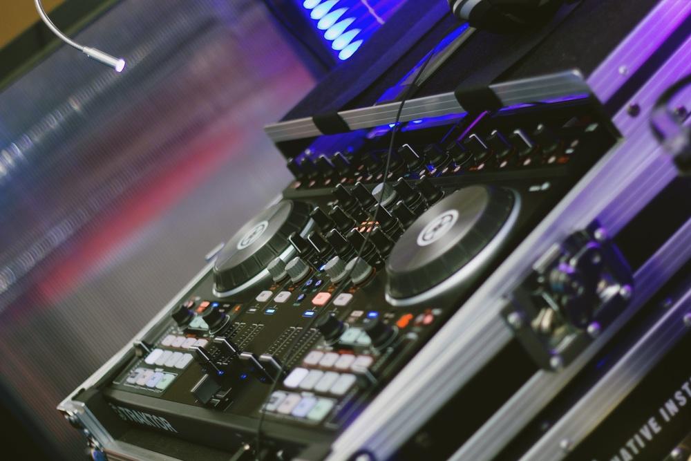DJ, Sonido, Iluminación y Producción integral de eventos.