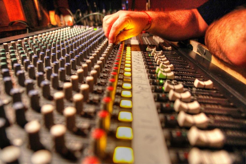PRODUCCIÓN MUSICAL /JINGLES Y LOCUCIONES